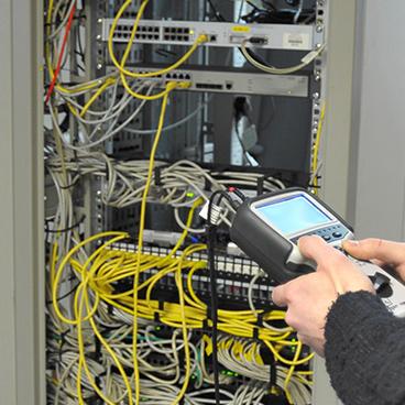 Impulzus-visszhang készülékek távközlési kábelekhez