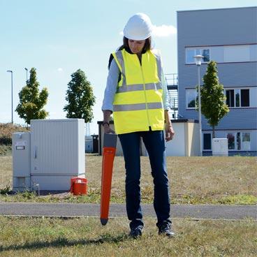 Sistem locator pentru localizarea uşoară şi evitarea traseelor utilităţilor îngropate